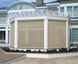 This is the Sunroll retractable screen, ideal for controlling the sun and shade of your covered outdoor space.